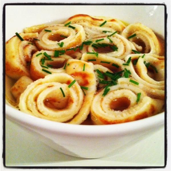 Sopa de crespelle frittatensuppe un banquete para los for Entrantes tipicos franceses